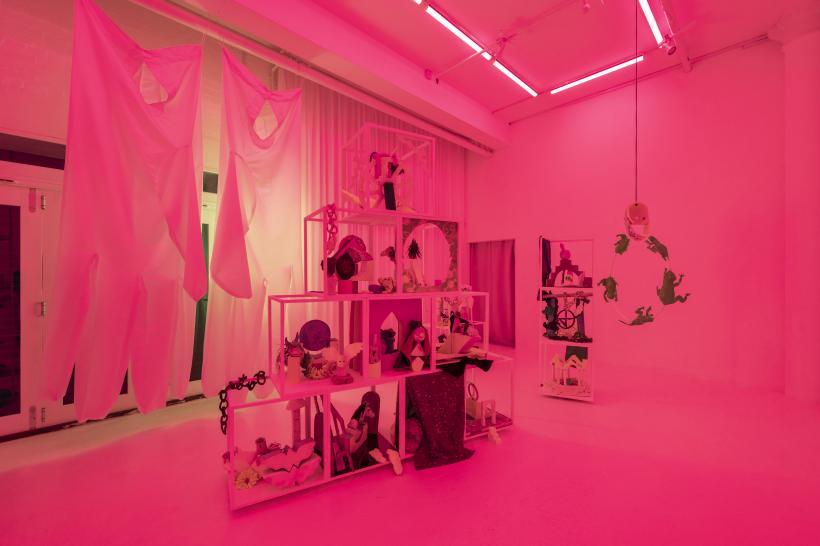 Candida Powell-Williams, Gates of Apophenia, installation view, Bosse & Baum, 2019.