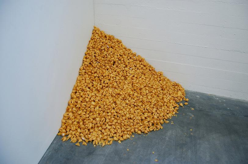 Felix Gonzalez Torres, Untitled (Fortune Cookie Corner), 1990