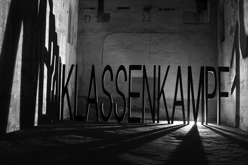 SantiagoSierra Klassenkampf 2004 o