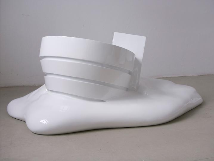 Guggenheim  melting, 2005, resin, 45 x 136 x 101 cm