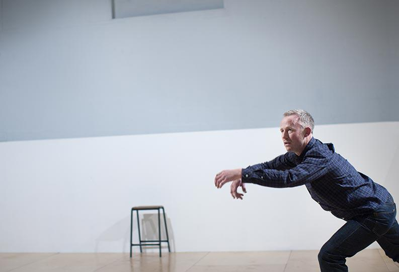 Table of Contents, by Siobhan Davies Dance, performer Charlie Morrissey, photo Pari Naderi (0201)