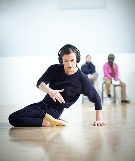 Table of Contents, by Siobhan Davies Dance, performer Rachel Krische, photo Pari Naderi (1014)