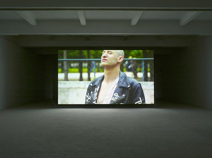 Jordan Wolfson at Chisenhale Gallery Photo Andy Keate 05