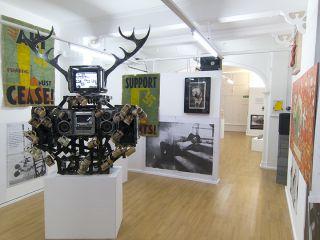 'PIGDOGANDMONKEYFESTOS' (installation view)