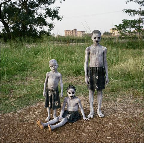 coverpieterhugoJunior Ofokansi, Chetachi Ofokansi, Mpompo Ofokansi, Enugu, Nigeria, 2008