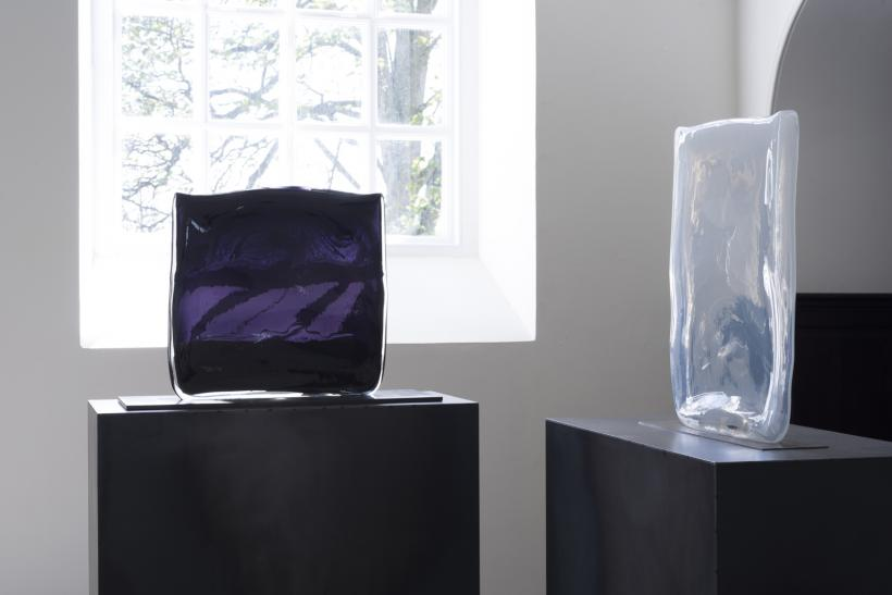 Laura de Santillana, (left) Nero CM Liquid Black (purple), 2009 (right) Alabaster D, 2013