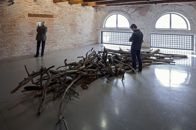 Danh Vo, Log Dog, 2013