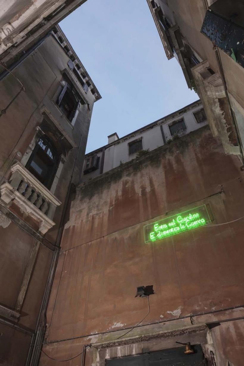 Installation view, Graham Fagen, Guerra Giardino 2015