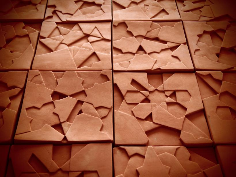Sara Ouhaddou, Ceramic wall installation in natural clay, Version 1