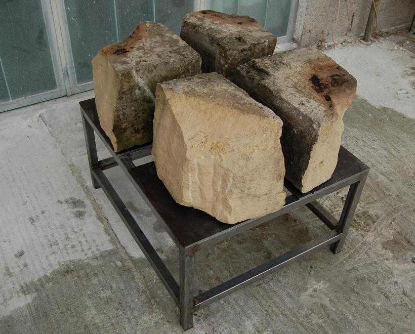 Stein 114-11798 (Ein Stein geviertelt)
