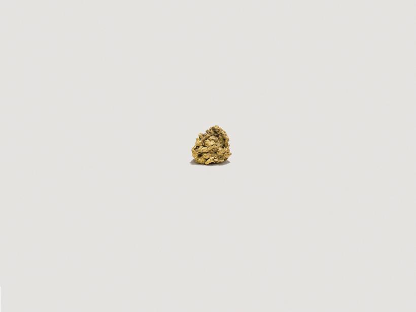 Andrea Galvani copyright 2015, Llevando una pepita de oro a la velocidad del sonido #0, California gold nugget, 12 x 15 x 8 mm, 9 grams, 24 karats.