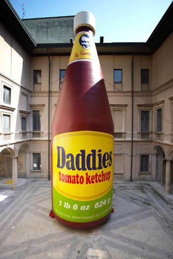 14 Daddies Tomato Kecthup Inflatable milan 2010