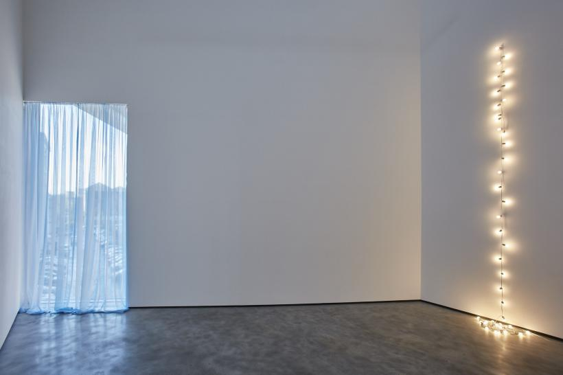 Felix Gonzalez-Torres, This Place Installation view at the MAC, Belfast