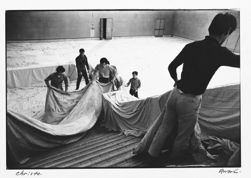 Shigeo Anzai, Christo, The 10th Tokyo Biennale '70 — Between Man and Matter, Tokyo Metropolitan Art Museum. May, 1970, baryta-coated silver print.