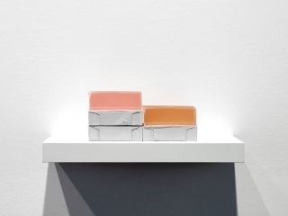 Rachel Whiteread, Step, 2007 – 20018, plaster, pigment, resin, wood, and metal (five units, one shelf), 14 x 40 x 20 cm