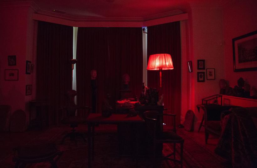 Bettina von Zwehl, Invitation to Frequent the Shadows, Freud Museum, Safelight, 2016