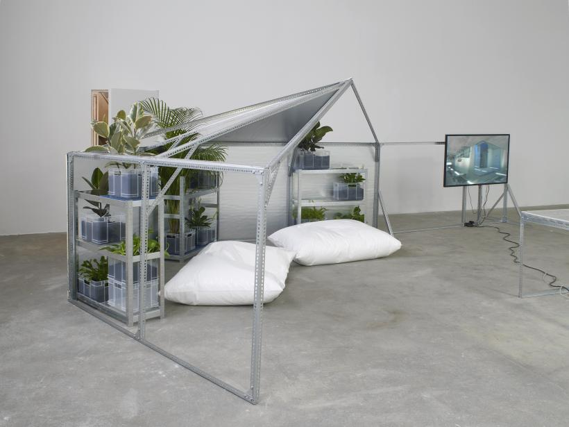 Yuri Pattison, half relief shelter zone for user, space (hexayurt configuration) (2016). Commissioned by Chisenhale Gallery, London. Courtesy of the artist; mother's tankstation limited, Dublin; Helga Maria Klosterfelde, Berlin; and Labor, Mexic