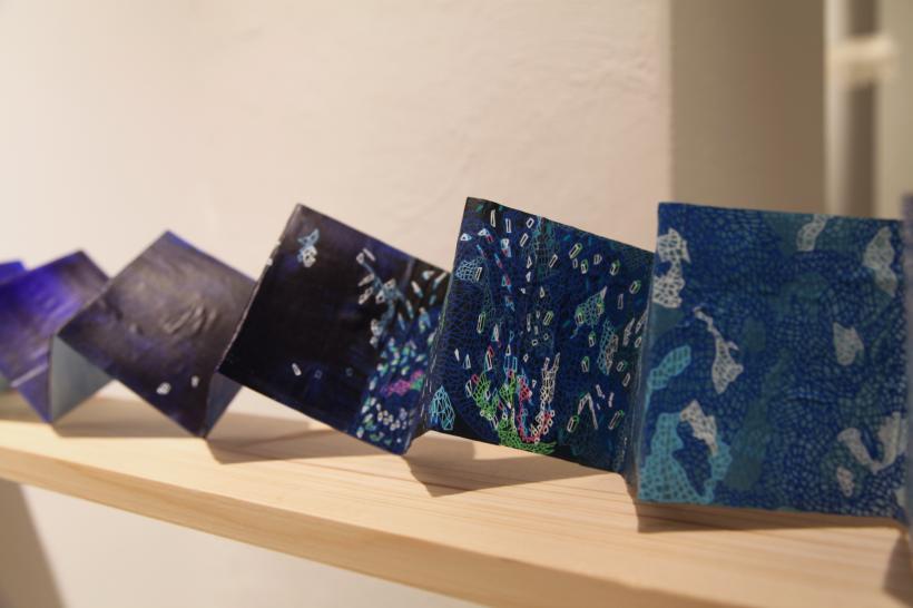 Portable Landscape in Your Palm (Blue). Mitologia de la Tierra.