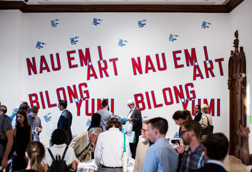 Lawrence Weiner, NAU EM I ART BILONG YUMI (The art of today belongs to us), 1988-2016.