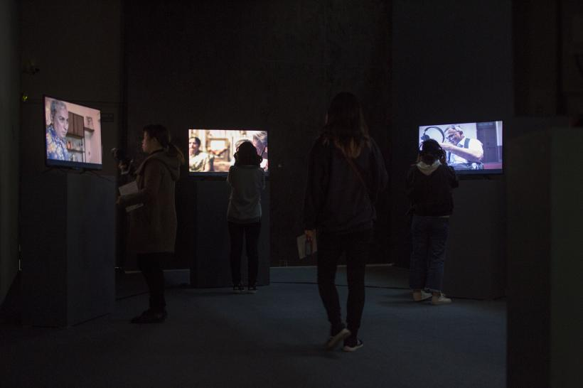 Surabhi Sharma and Tejaswini Niranjana, Riyaaz , 5-screen video installation, 2016