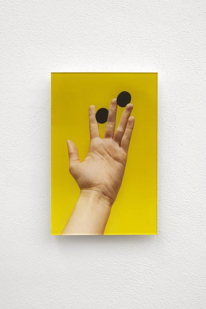 Ode de Kort, 'Hand #02', 2017, diasec color photo, cm 30 x 20 / ed. 5 + 2ap
