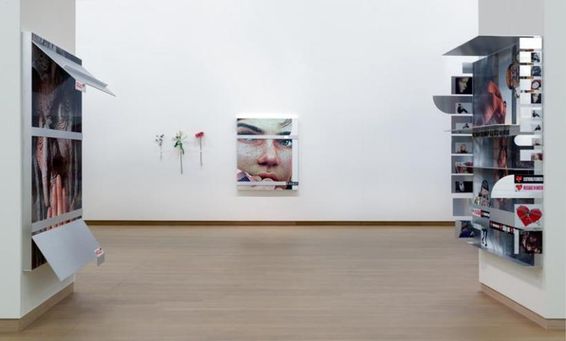 Installation view Jordan Wolfson: TRUTH / LOVE. Photo: Gert Jan van Rooij. Collection LUMA Foundation.