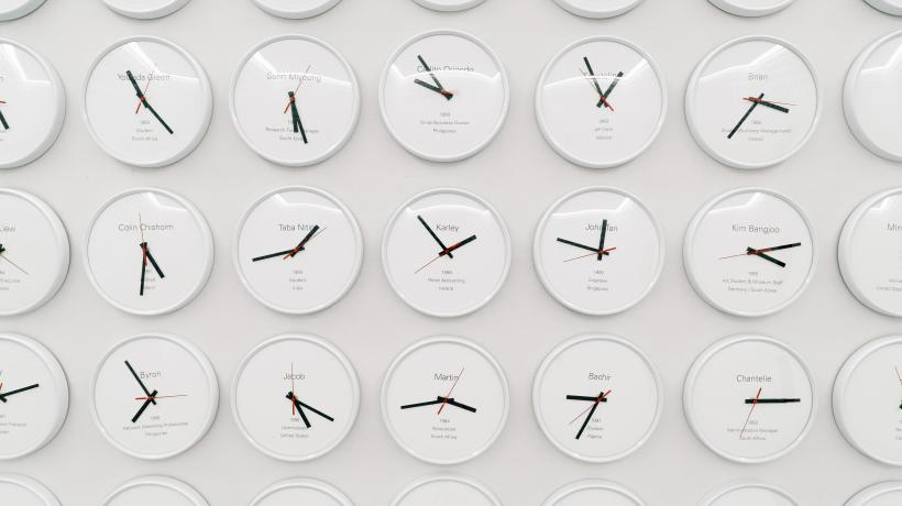 Lee Wan, Proper Time: Though the Dreams Revolve with the Moon, 2017. 668 clocks. Dimensions variable. Installation view at the Korean Pavilion, 57th International Art Exhibition, La Biennale di Venezia.