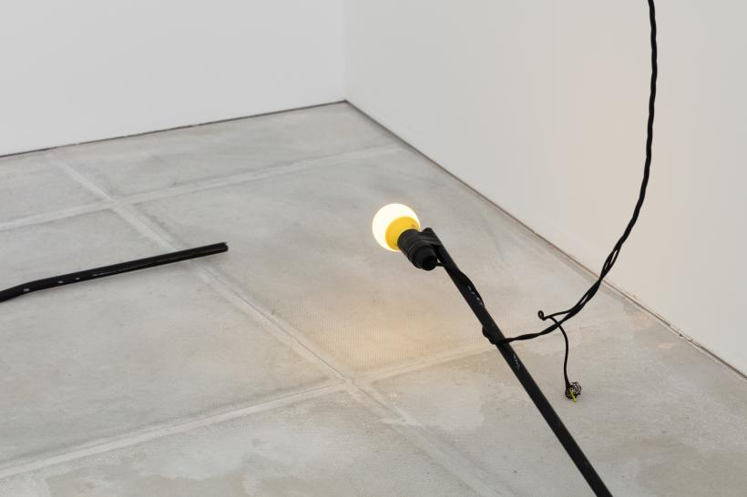 Beatriz Olabarrieta, Prop relative (dunno I) & Light relative (dunno II), 2017. Steel rod, spray paint, light bulb, cable, tape, 297cm