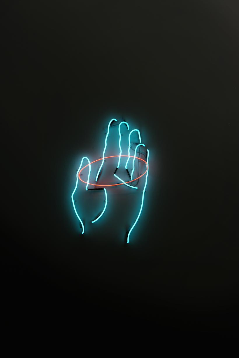 Marco Godoy, Sleight of Hand Neon, 94 x 57 cm.