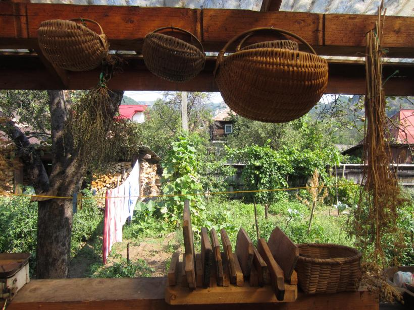 Classroom Eco Nomadic School, Mihaela Efraim's garden, 2016, Brezoi, Romania
