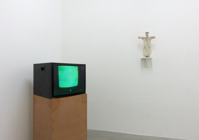 Susan Hiller, Ghost / TV, 2019, installation view.