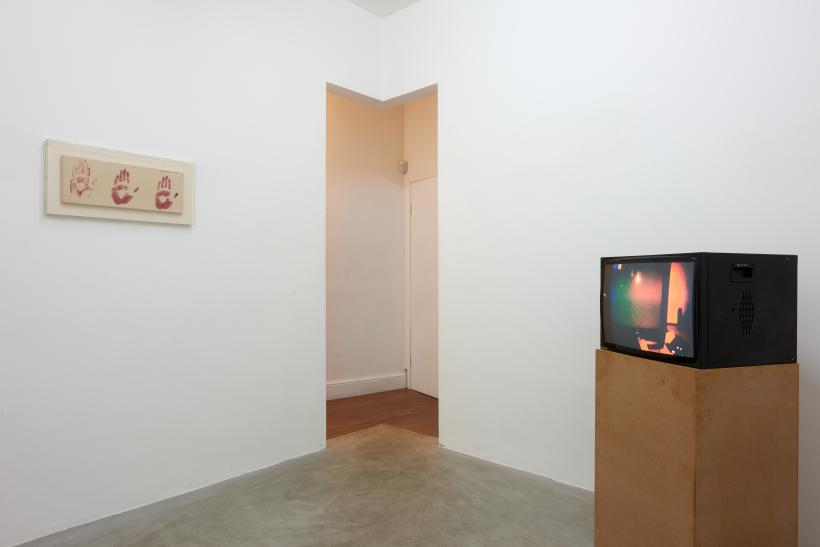Susan Hiller, Ghost / TV, 2019, installation view.