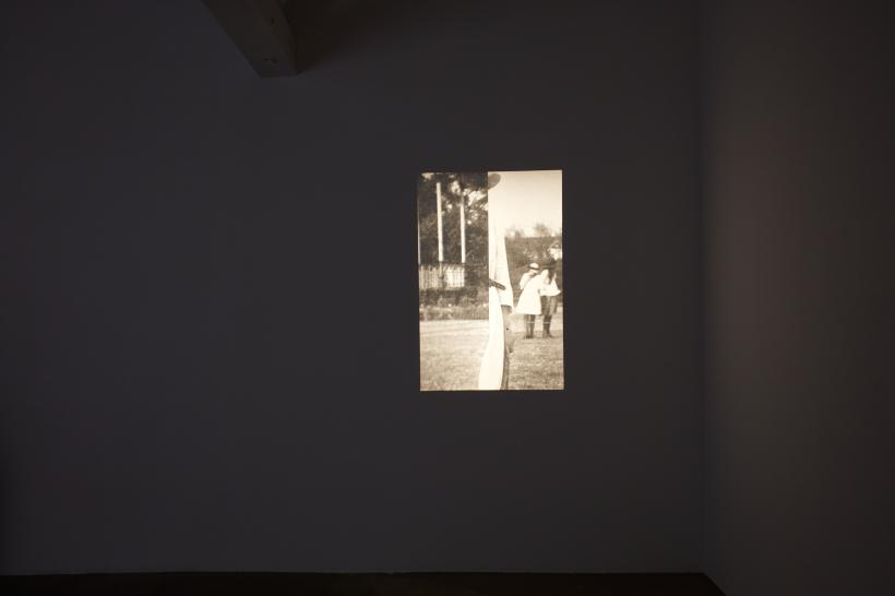 Rachel Lowe, Elizabeth, 2000, slide projection