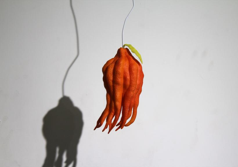 Victor Seaward, Fruit, 2020, acrylic on 3d printed sla with steel wire 53.5 x 8.5 x 24 cm