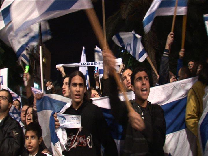 2Artur Zmijewski Democracies 2 2009